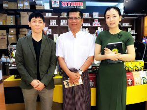 HARIO代理店のShithar CoffeeのYu氏とThan氏。